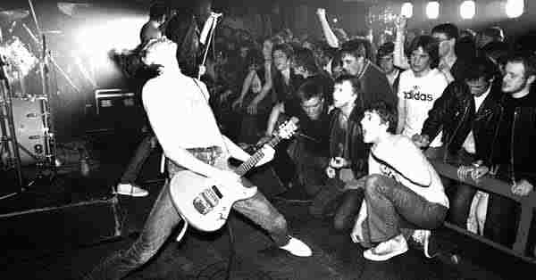 Banda de Punk en Concierto - Tipos de Rock